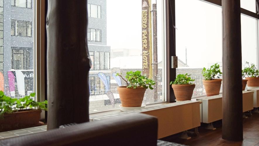 【館内】ひらふ坂に面した当ホテルで快適なスノーライフをお楽しみください。