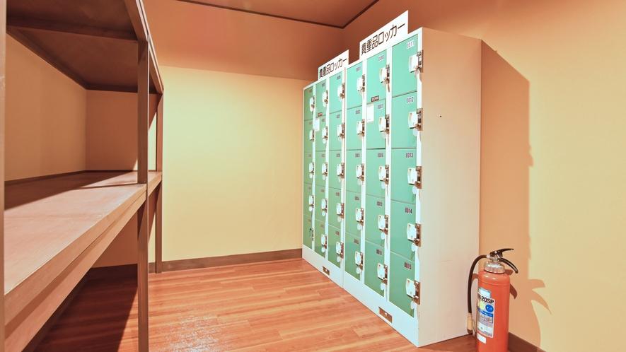 【ヌプリ館-2階・パブリックスペース】自由にご利用頂けるロッカーは鍵付きのため安心してご利用下さい。