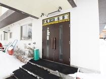 【本館1階・乾燥室】外から直結しているため、歩いてゲレンデまで向かうことができます。