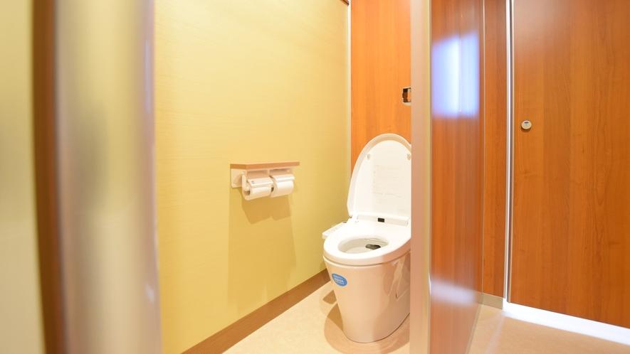 【ヌプリ館・共同トイレ】本館客室はトイレが付いていないため、共同トイレをご利用くださいませ。