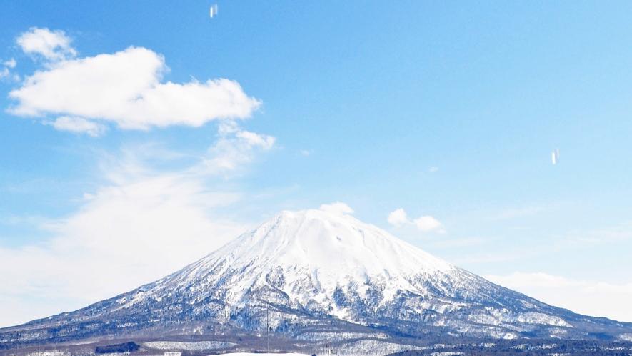 【羊蹄山】晴れた日の空の青さと雪の白さのコントラストが絶景です。