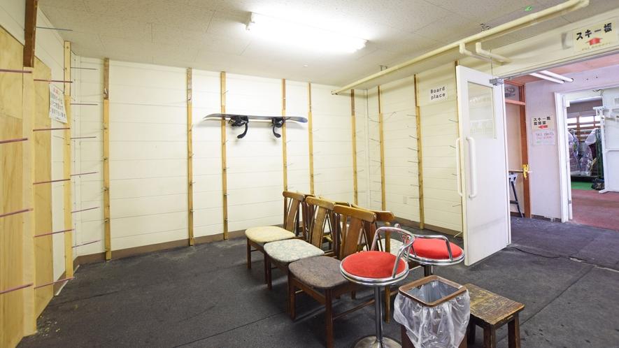 【ヌプリ館(本館)1階・乾燥室】ボード板はこちらの部屋で乾燥できます。