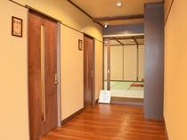 【本館2階・更衣室】入り口。こちらもリニューアルで新しくなりました。