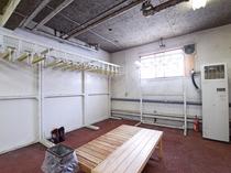 【本館1階・乾燥室】スキー場近くのホテルには欠かせない乾燥室です。