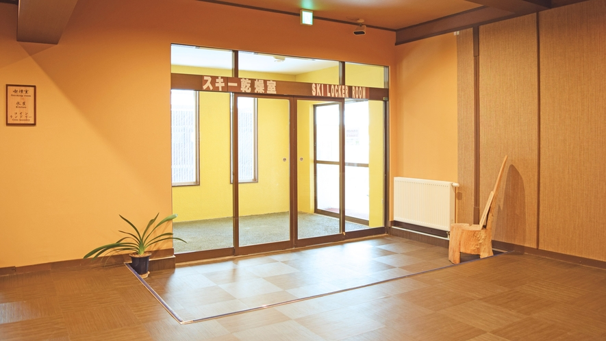 【館内】スキー乾燥室入り口。