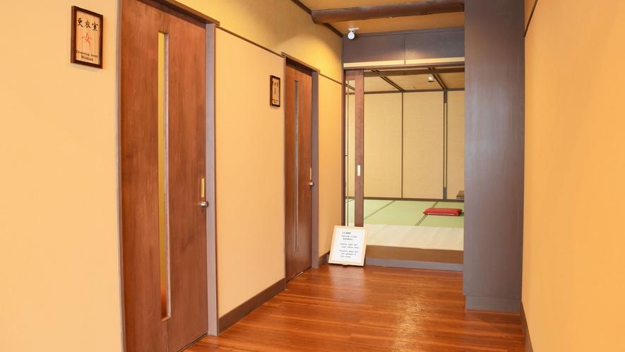 【ヌプリ館(本館)2階・更衣室】入り口。こちらもリニューアルで新しくなりました。
