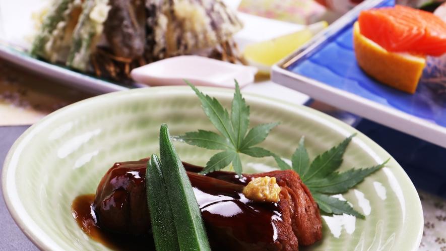 ■【ご夕食一例】料理長が特製タレでじっくり煮込んだ豚の角煮は自慢の一品です。