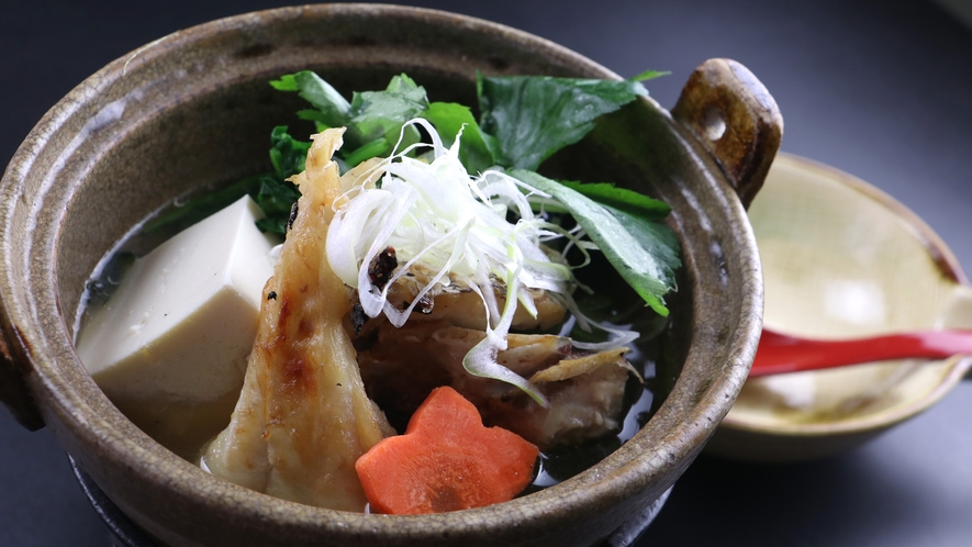■【ご夕食一例】海鮮鍋は旬の地魚をふんだんに使用。旨味たっぷりで最後の一滴まで楽しめます。