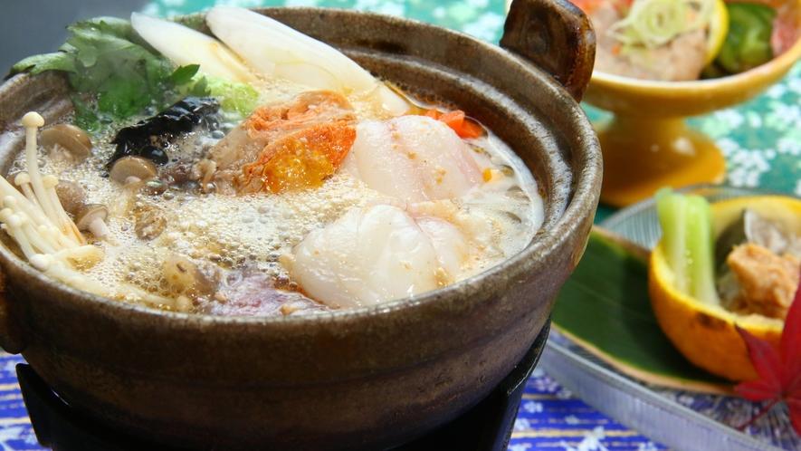■【ご夕食一例~旬彩御膳~】寒い冬にはやっぱり鍋!旬のあんこう鍋で心もお腹も大満足。