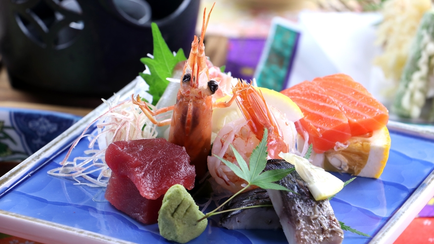 ■【ご夕食一例】旬のお魚5点盛り。厳選した海の幸を鮮やかに盛り付けます。