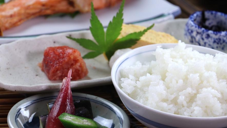 """■【ご朝食一例】米どころ福島の美味しい""""ひとめぼれ""""が進む手作り和朝食。"""