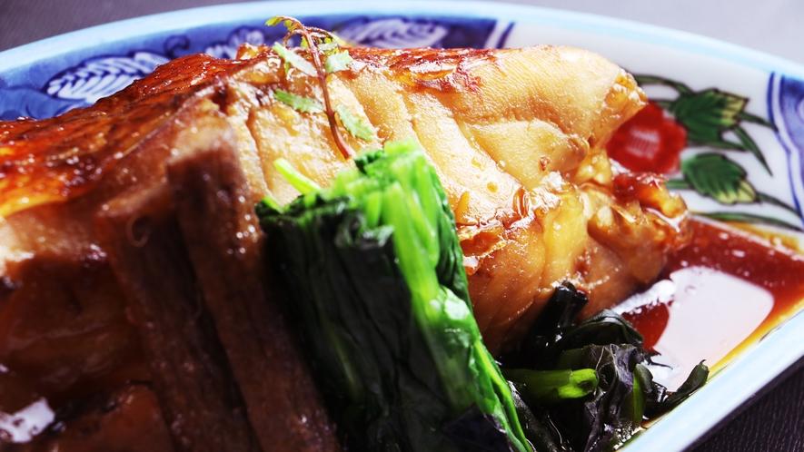 ■【ご夕食一例~桜御膳~】料理長自ら厳選して作る赤魚の煮付けはまさに絶品