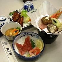 【夕食一例】鮮魚のお造りを堪能!簡単な定食タイプの夕食です。