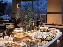 ※【夕食】旬な食材が並ぶビュッフェ