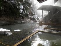 川岸露天風呂雪景色