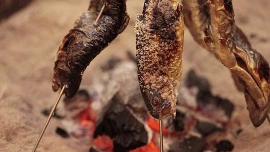 ・【料理一例】囲炉裏で焼いた川魚