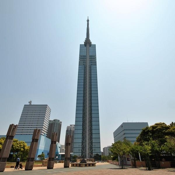 【福岡タワー】ホテル近くバス停よりバスで約15分