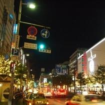 渡辺通り(ホテルは西鉄福岡駅よりこの通り沿いに約10分)
