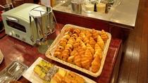 <朝食>パウンドケーキ以外にもホテル手作りスイーツをご用意しております
