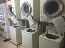 【コインランドリー】8階自販機コーナー内 洗濯機・乾燥機各3台ずつ