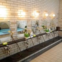 *大浴場/洗い場も多数あるので、混んでいても安心です。