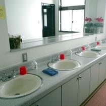 *洗面台/みなさま譲り合ってご利用下さい。