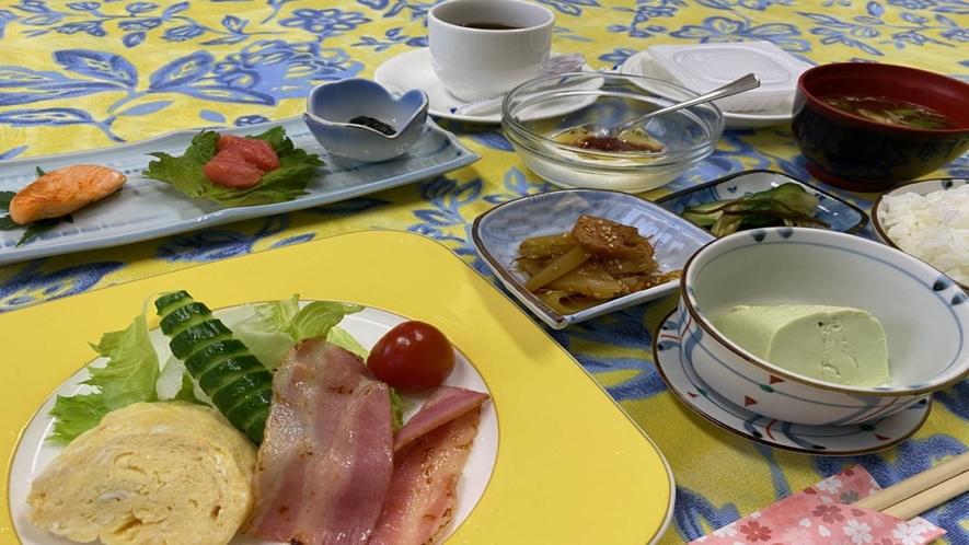*朝食一例/和洋折衷で少しずついろいろと。栄養バランスのとれた朝食を食べて元気にいってらっしゃい◎