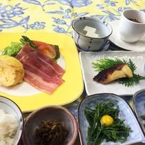 *朝食一例/春は山菜料理を朝食メニューでもお楽しみいただけます。