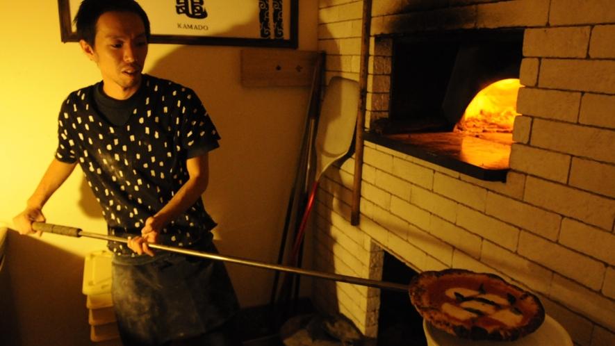 *職人の技がひかる!窯焼きの本格ピザ。