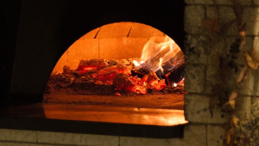 *石窯ピザを提供しております。