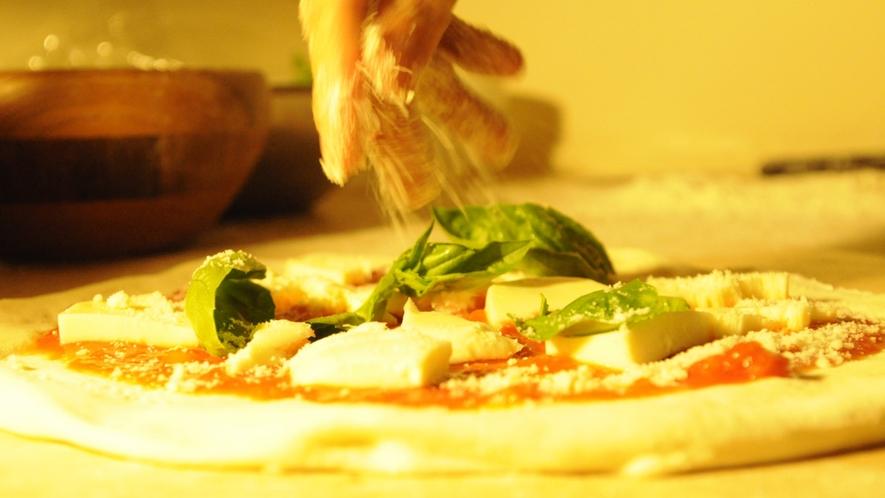 *職人の技がひかる!窯焼きの本格ピザ