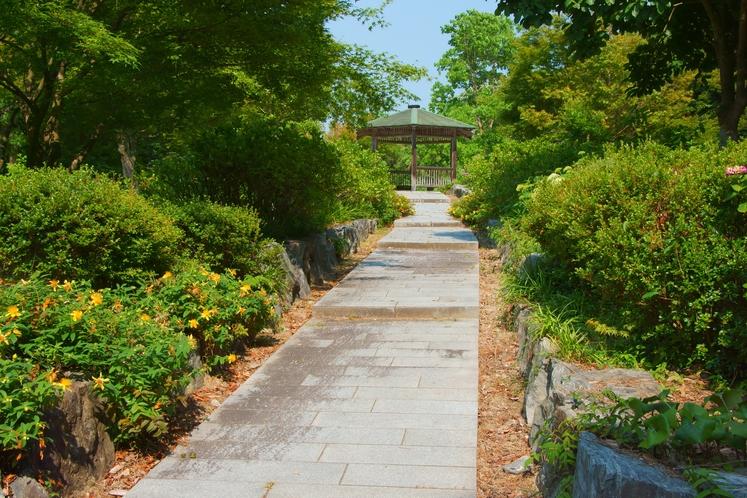 江汐公園 坂道の上の東屋
