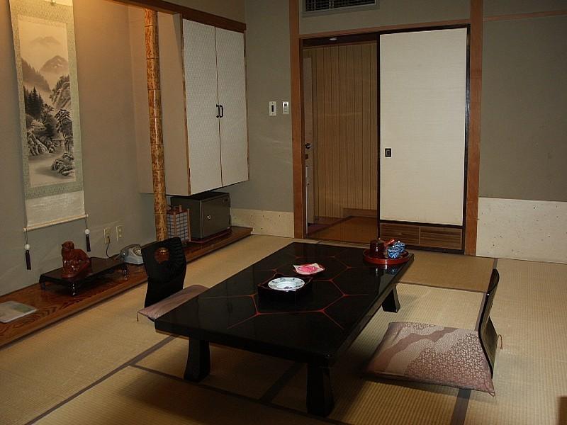 山側8畳和室