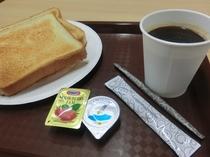軽朝食(食パンとインスタントコーヒー、紅茶のセルフサービス)