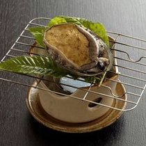 【逸品/鮑の踊り焼き】コリコリっとした食感にふわりと香る磯の風味がたまらない贅沢な一品。※イメージ