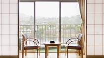 【スタンダード和室】10畳+広縁付、ベランダからは亀山湖が一望できます