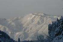 大日岳を望む