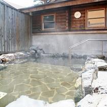 *露天風呂/源泉かけ流し温泉・こがねの湯は地元の方にも大変人気!