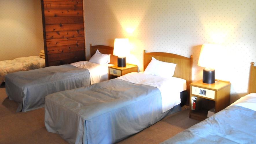 *【ログ棟】グループルーム一例/赤杉を使用した、木の温もりの溢れるお部屋。