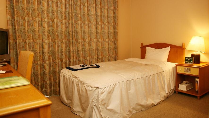 *【ログ棟】シングルルーム一例/ビジネスや一人旅に、街中のホテルでは味わえない落ち着きと安らぎを!
