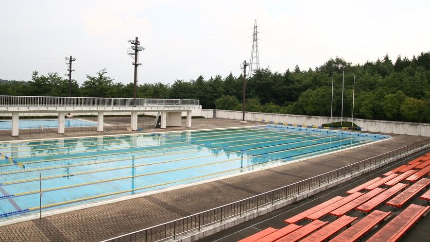 *屋外プール/日本水泳連盟公認プール。50m、25m、幼児用がございます。