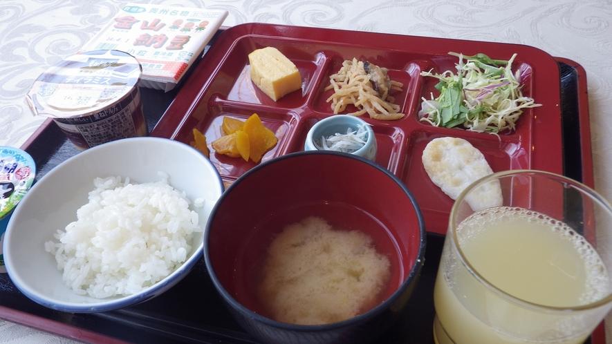 *朝食一例/和食を中心としたビュッフェ形式。ごはんと味噌汁はおかわり自由!