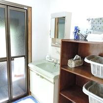 *お風呂/脱衣所 お風呂は1ケ所、交代でご利用いただきます。