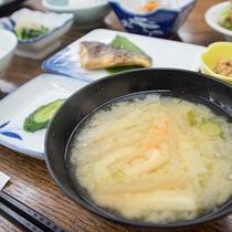 *【ご夕食一例】当館自慢の野菜たっぷりのけんちん汁
