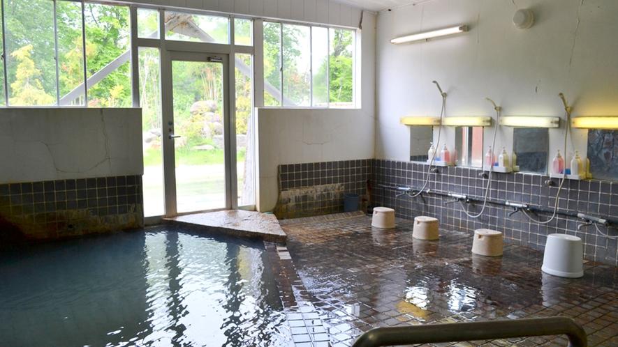 *【内風呂一例】単純温泉(含炭酸、鉄)の自家源泉をお楽しみいただけます。