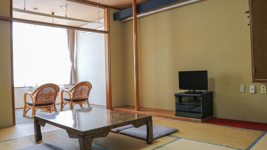 *【和室10畳一例】窓の外は四季の移ろいを感じる癒しの風景が広がります