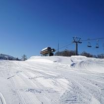 *【スキー場】<リフト>3つのリフトが、ゲレンデの各ポイントをつなぎます。
