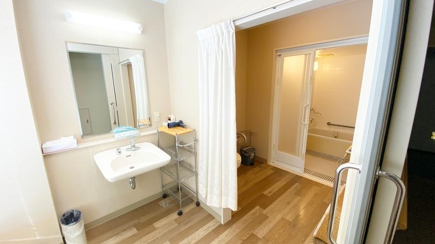 【≪本館≫バリアフリー浴室・トイレ付(3F)】完全バリアフリーのため、安心してご利用いただけます。