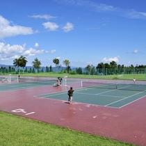 *【テニスコート】全13面のオールウェザーコート!大自然の中のテニスをお楽しみください。
