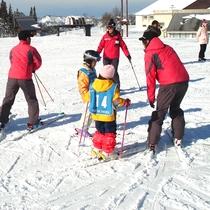 *【キッズレッスン】レッスンは半日コース・1日コースがあり、スキー・スノボから選べます。